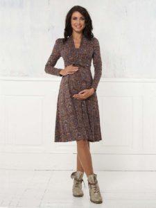 e33d63747bb9 Длинные платья для беременных можно найти не только вечерние и роскошные,  но и на каждый день. На лето можно подобрать длинный лёгкий сарафан.
